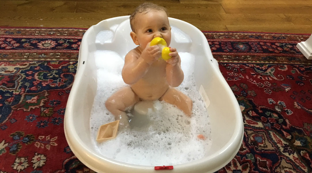 Izabelle tests out the Oli & Carol Small Duck Bath Toy