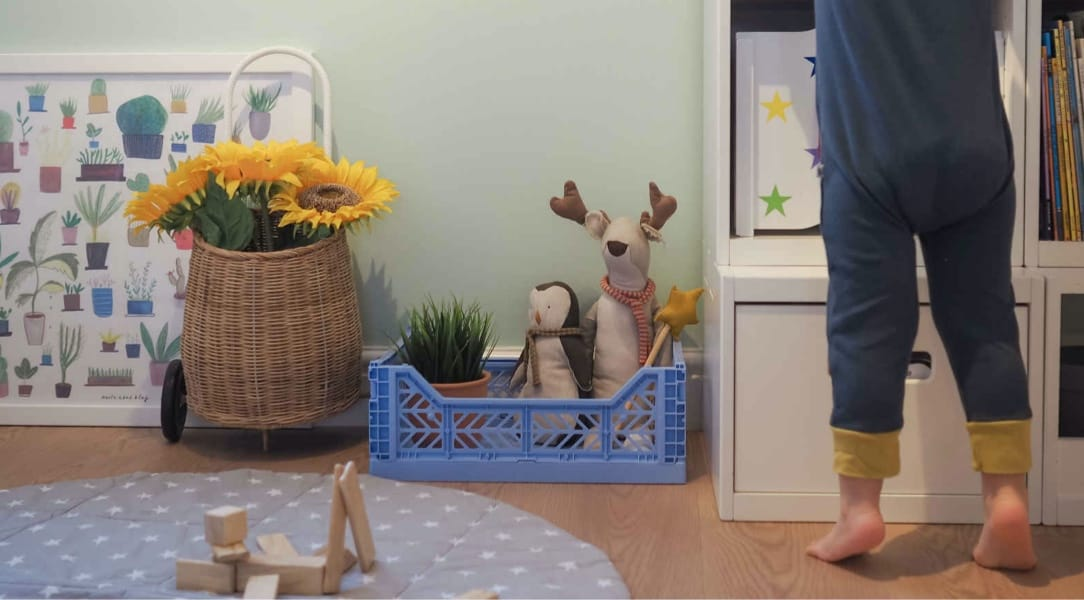 Aykasa crate in a play room