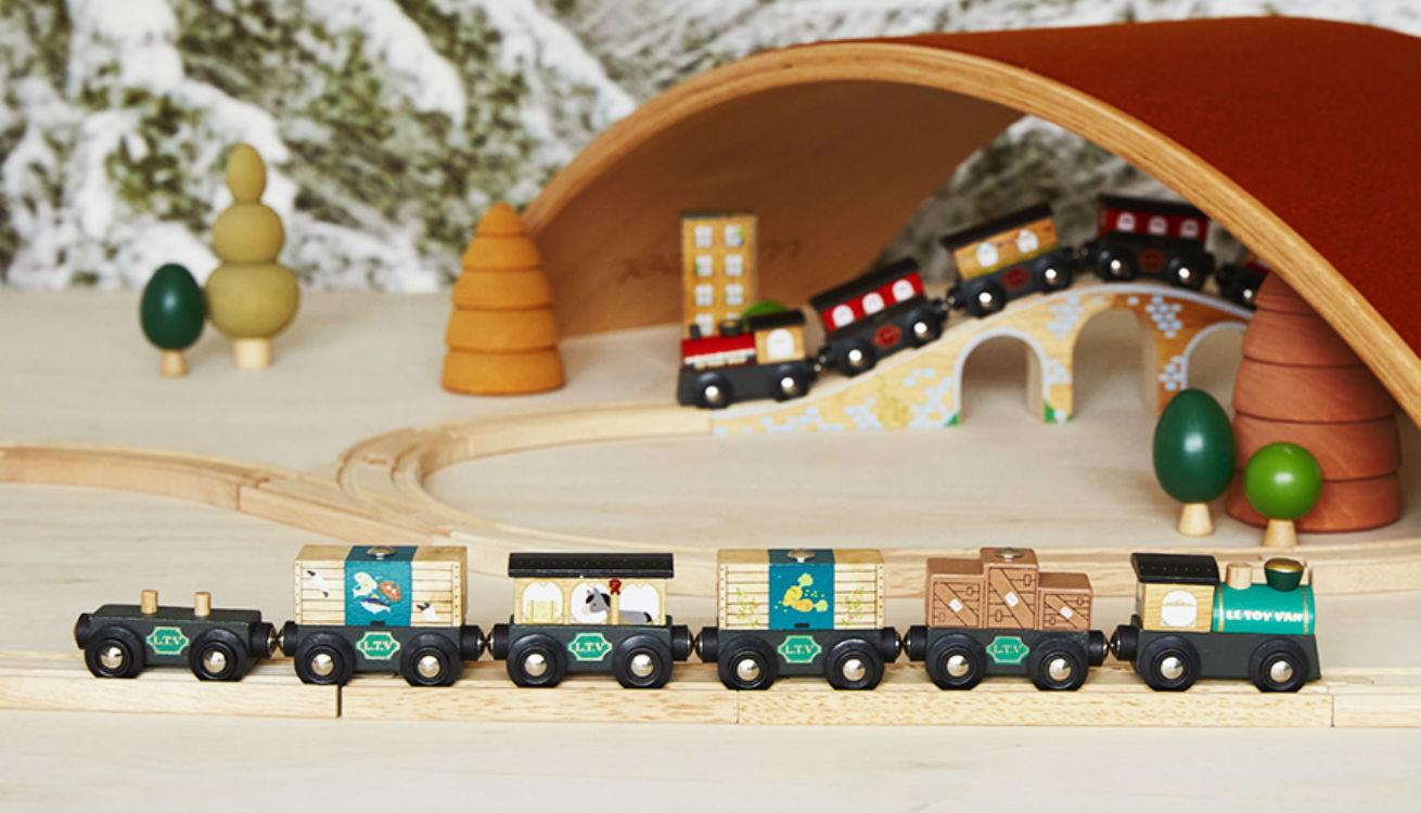 Le Toy Van Train Set